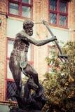 Springbrunn av Neptun i gammal stad av Gdansk, Polen Fotografering för Bildbyråer