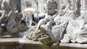 Springbrunn av Neptun i piazza Navona, Rome stock video