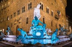 Springbrunn av Neptun i piazzadellaen Signoria i Florence på natten arkivfoton