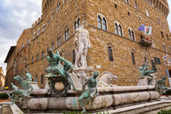 Springbrunn av Neptun på den Signoria fyrkanten, (piazzadellasignoren arkivbild