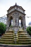 Springbrunn av oskyldigen, Fontaine des-oskyldig p? st?llet Joachim du Bellay, Paris, Frankrike, Juni 25, 2013 fotografering för bildbyråer