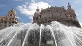 Springbrunn av Piazza de Ferrari stock video