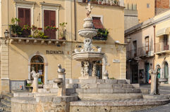 Springbrunn av Piazza Duomo Taormina royaltyfria bilder