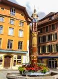 Springbrunn av rättvisa i medeltida gammal stad av Biel eller Bienne, Bern Canton, Schweiz Det restes upp i 1543 Arkivbild