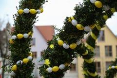 Springbrunn dekorerade påskägg Arkivfoton