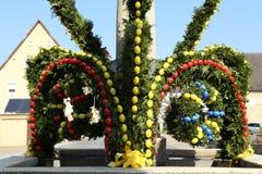 Springbrunn dekorerade påskägg Royaltyfria Bilder
