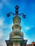 Springbrunn för gatalampa framme av Giralda Seville Andalucia Spanien Arkivbilder