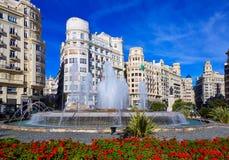 Springbrunn för Plaza för Valencia stadsAyuntamiento fyrkant arkivfoton