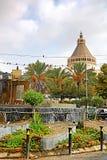 Springbrunn framme av basilikan av förklaringen i Nazareth, Israel Royaltyfria Bilder
