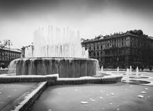 Springbrunn framme av den Sforza slotten, italienare: Castello Sforzesco, Royaltyfria Bilder