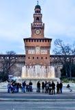 Springbrunn framme av ingången till sforzaslotten Royaltyfri Fotografi