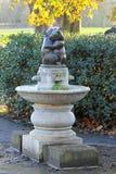 Springbrunn Hyde Park för två björnar Arkivfoton