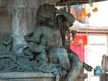Springbrunn i Andre Malraux Square, Paris arkivbild
