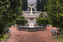 Springbrunn i borggården av slotten Fotografering för Bildbyråer