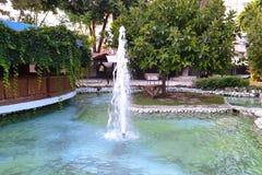 Springbrunn i centret av Antalia Arkivbilder