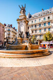 Springbrunn i den Grenoble staden Arkivfoton