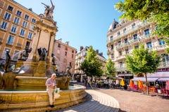 Springbrunn i den Grenoble staden Arkivbild