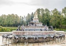 Springbrunn i den Herrenchiemsee slotten i Tyskland Royaltyfria Bilder