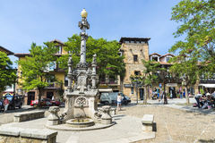 Springbrunn i den medeltida byn av Comillas i Spanien Fotografering för Bildbyråer