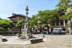 Springbrunn i den medeltida byn av Comillas i Spanien Royaltyfria Bilder