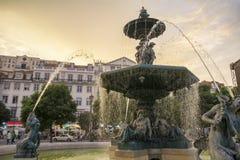 Springbrunn i den Rossio fyrkanten Lissabon Fotografering för Bildbyråer