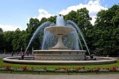Springbrunn i den saxiska trädgården i Warszawa Royaltyfri Bild
