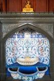 Springbrunn i formell matsal i den Vorontsov slotten Arkivfoton