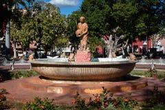 Springbrunn i Francisco Canton Park i Valladolid Royaltyfri Fotografi
