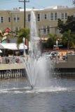Springbrunn i i stadens centrum Fort Myers Arkivfoto