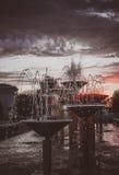 Springbrunn i Kharkov Ukraina på solnedgångbakgrund, i att retuschera för konst Royaltyfri Bild