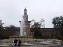 Springbrunn i Milan Fotografering för Bildbyråer