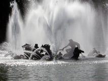 Springbrunn i misten Royaltyfri Foto