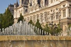 Springbrunn i Paris Royaltyfria Bilder