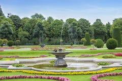 Springbrunn i park fotografering för bildbyråer