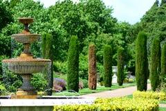 Springbrunn i parkera Royaltyfria Bilder