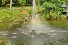 Springbrunn i parkera Arkivbilder