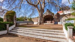 Springbrunn i Quinta da Fidalga (den Fidalga slotten och trädgårdar) Royaltyfria Foton
