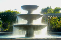 Springbrunn i solen Royaltyfri Bild