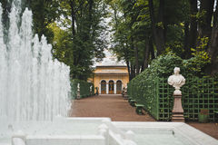 Springbrunn i sommarträdgården St Petersburg 1026 Royaltyfri Bild