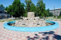 Springbrunn i stad arkivbild