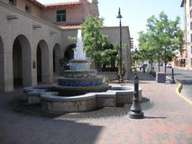 Springbrunn i stadens centrum Albuquerque Royaltyfri Fotografi