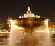 Springbrunn i teaterfyrkanten (springbrunnen av den Bolshoi teatern) Royaltyfri Fotografi