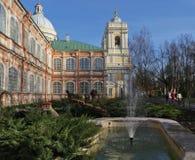 Springbrunn i tempelträdgården Fotografering för Bildbyråer