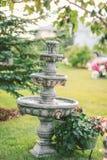 Springbrunn i trädgård Fotografering för Bildbyråer