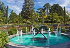 Springbrunn i trädgården royaltyfri foto