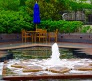 Springbrunn i trädgården Arkivfoto