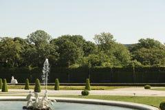 Springbrunn i trädgården Fotografering för Bildbyråer