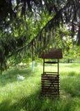 Springbrunn i trädgården av den Feredeu kloster, vår, Arad County, Rumänien royaltyfria foton