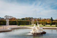 Springbrunn i trädgården i Belvedereslotten, Wien arkivfoton