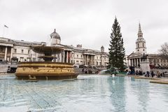 Springbrunn i Trafalgar Square, London, Förenade kungariket Arkivbild